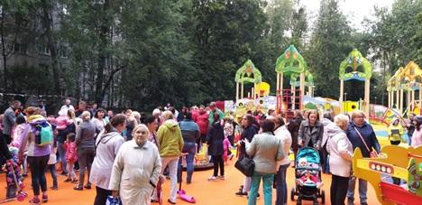 Дубниская - открытие детской площадки.jpg